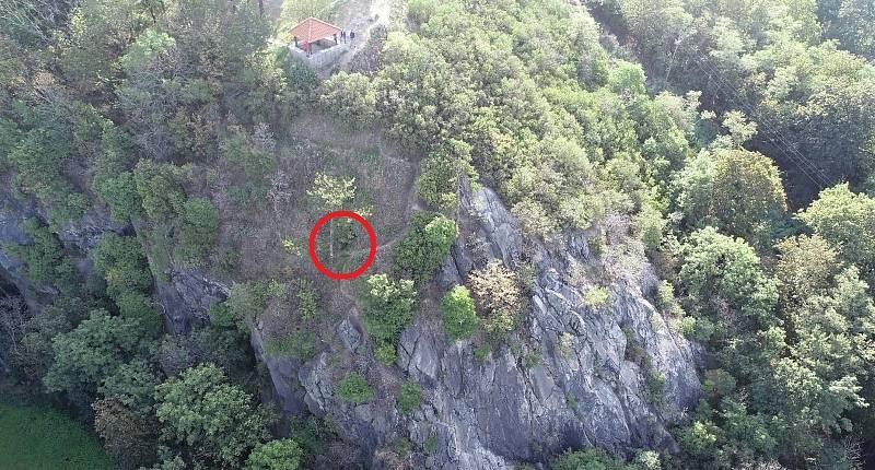 Jeskyně pod altánem na vrchu Hněvín v Mostě.