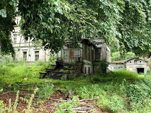Kdysi honosné sídlo úspěšného továrníka Rieckena v Litvínově - Šumné, dnes zpustlý objekt