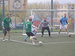 Mostecká  liga malé kopané má za sebou v nové sezoně čtyři kola.