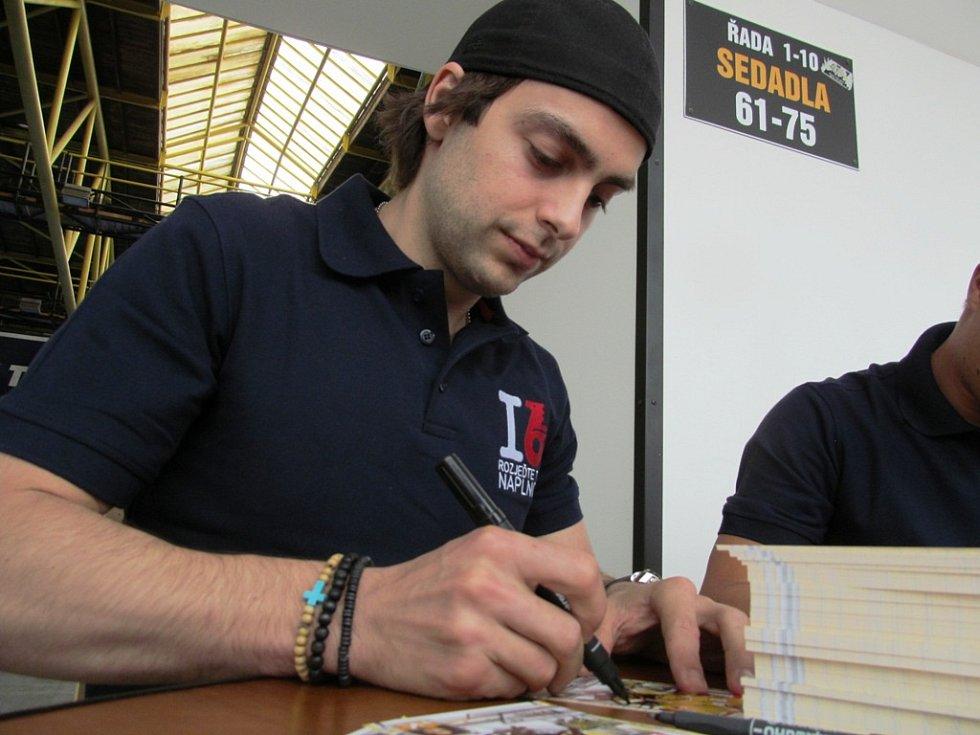 Robin Hanzl při autogramiádě.