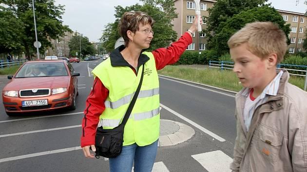 Bohdana Hasprová dohlíží na bezpečí dětí.