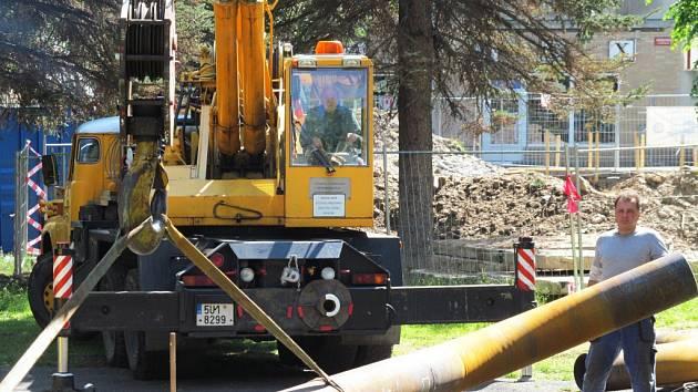United Energy provádí v centru Litvínova velkou opravu horkovodu.
