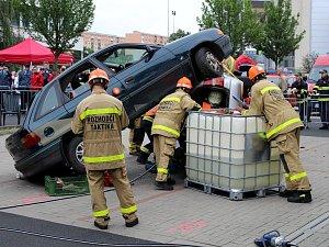Soutěž hasičů ve vyprošťování v Mostě
