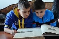 Redaktoři Koumesu letos navštívili také redakci Mosteckého deníku.
