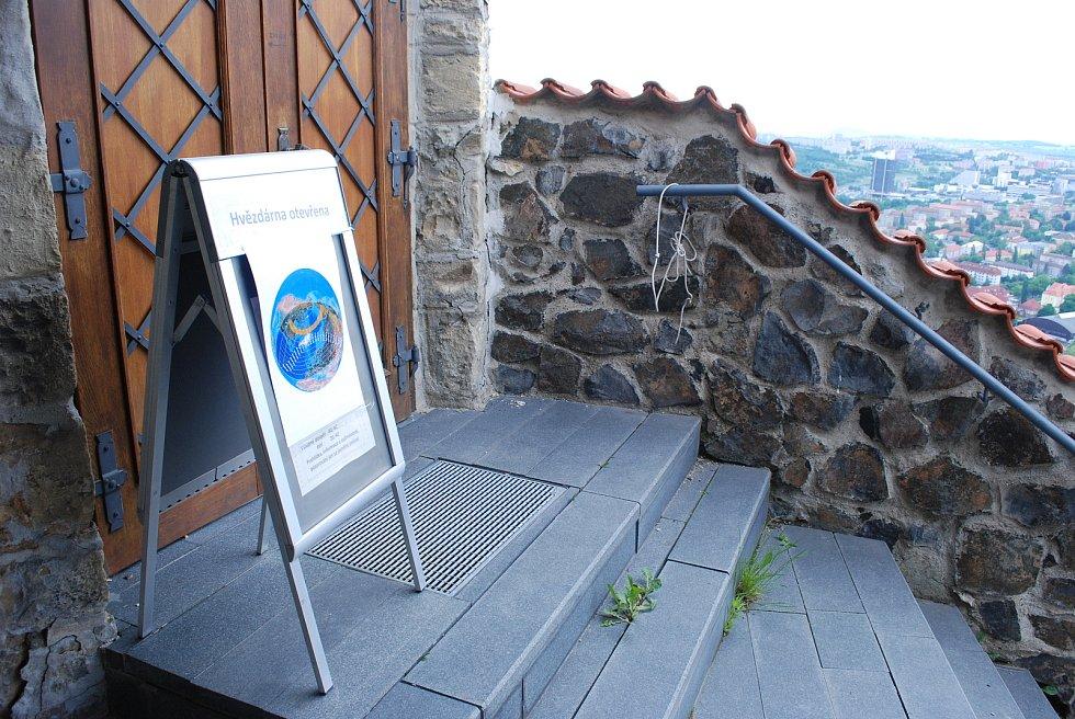 Otevřená hvězdárna na mosteckém hradě.