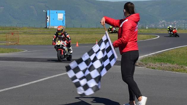 Profesionální i rekreační jezdci na motocyklech si zatrénovali na polygonu