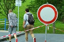 Zákaz vjezdu do ulici J. Suka v Mostě.