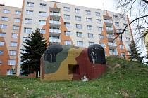 Atrakcí je určitě lehké opevnění K51/15/A 160/Z mezi paneláky na sídlišti v Jirkově.