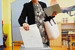 Hodinu po otevření volebních místností přišla v Litvínově hlasovat  starostka Kamila Bláhová (ANO).