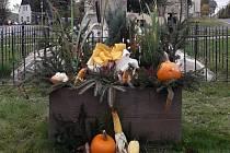 Podzimní výzdoba v Nové Vsi v Horách.