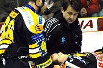 Jiří Šlégr opustil led na nosítkách.