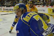 Litvínov versus Zlín. Na hokejový zápas se přišly podívat také mostecké házenkářky, které stejně jako hokejisté v Mostě měly autogramiádu na stadionu Ivana Hlinky.
