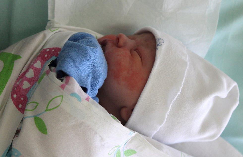 Filip Štefko se narodil 24. května ve 4.40 hodin rodičům Martině a Romanovi Štefkovým z Mostu. Vážil  3,70 kg.