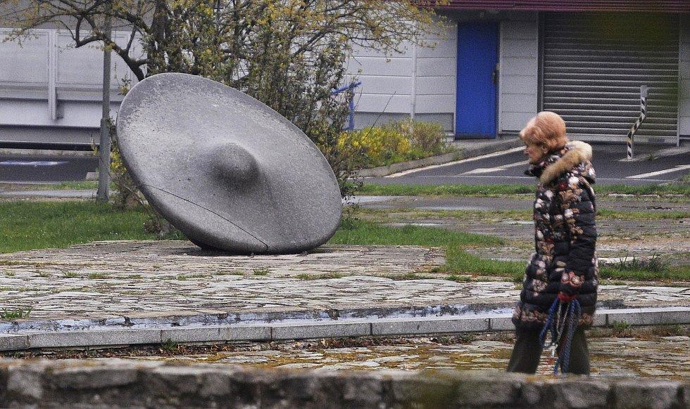 Iluze v Mostě. Umělci nechali zmizet UFO z roku 1972