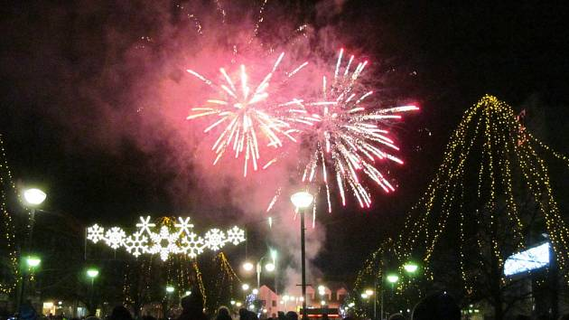 Litvínov se rozloučil se starým rokem ohnivou show a ohňostrojem.