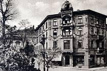 Pohled na dům a obchod Hannse Konrada, který již za Rakouska – Uherska rozjel velký zásilkový obchod.