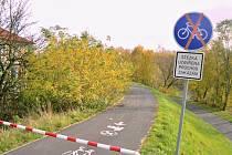 Rekreační areál Nové Záluží leží na okraji Litvínova. Jsou v něm potíže s cestami.