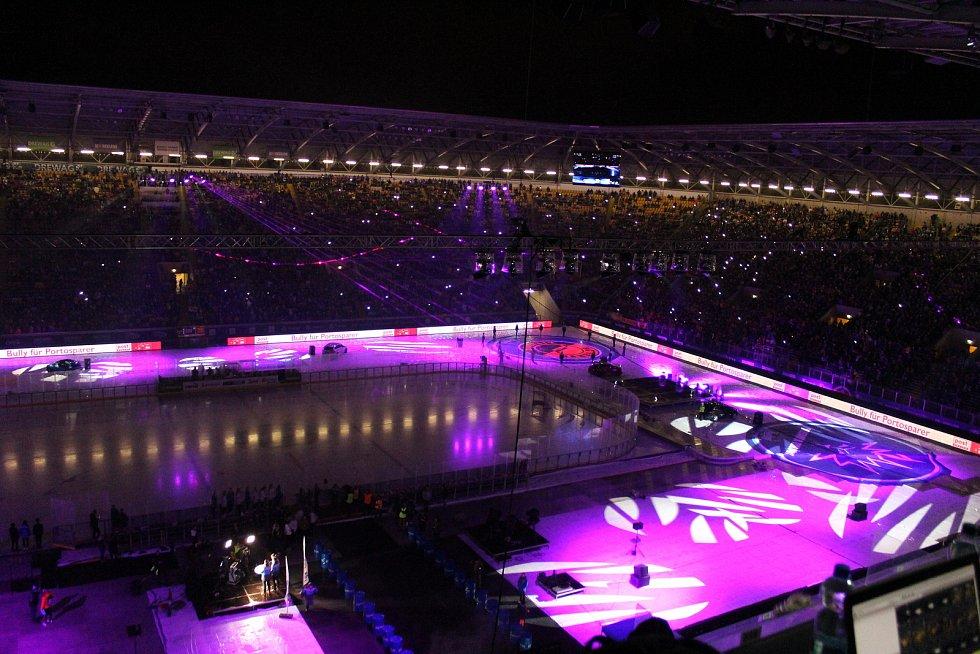 Před začátkem utkání byla k vidění show.