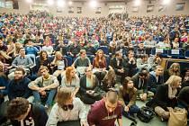 Aula Vysoké školy báňské v Ostravě. I tady může studovat stipendista z Mostu. Místo studia není Nadací Student omezeno.