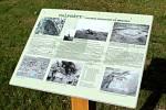 Informační tabule na místě, kde bude maketa stát