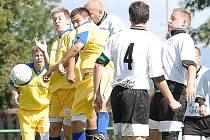 Havranští fotbalisté (v bílém) remizovali o víkendu doma s mužstvem Dubí.