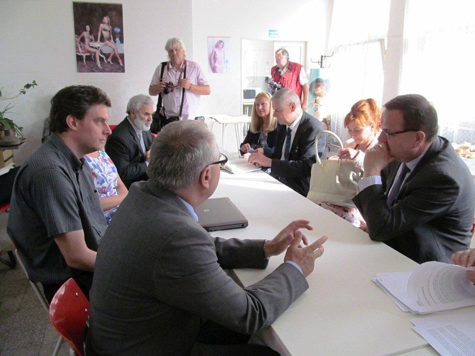 Jednání s vedením Trioly, starostou Horního Jiřetína Vladimírem Buřtem a vedením Litvínova.