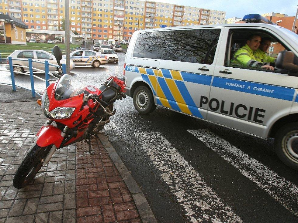 Ulice Višňová v Mostě. Letos tu havarovala i mladá řidička motorky.