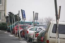 Parkování na Liščím Vrchu.
