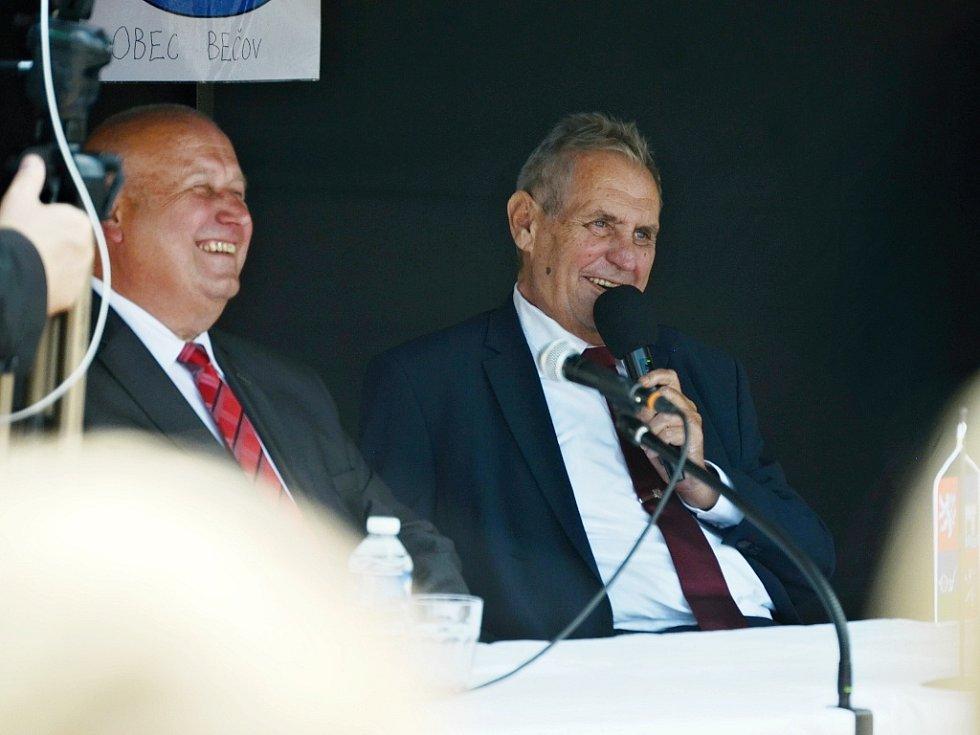 Prezident Miloš Zeman (vpravo) a hejtman Ústeckého kraje Oldřich Bubeníček