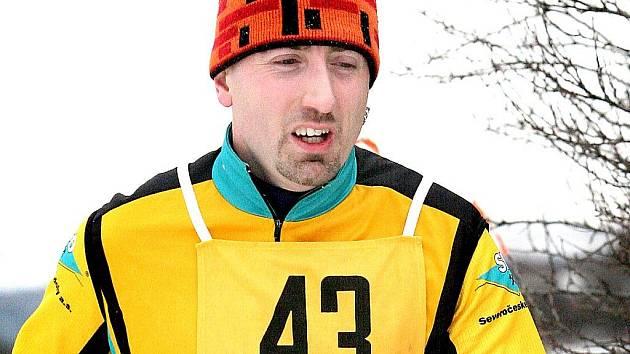 Zimní kadaňské běhání má své stálé účastníky, Martin Šindelář chybí málokdy, v minulém závodě byl čtvrtý v cíli a stejnou příčku drží i v průběžném pořadí ZBP.