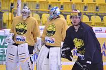 Dopolední rozbruslení obou týmů na Zimním stadionu Ivana Hlinky v Litvínově.