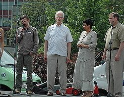 Diskuze na téma Mostecká nemocnice se zúčastnili - zleva -  šéfredaktor mosteckého deníku Oldřich Hájek, Josef Mrázek - víceprezident svazu pacientů, Blanka Cicková - vedoucí pobočky svazu pacientů v Mostě a mostecký zastupitel Vlastimil Balín.