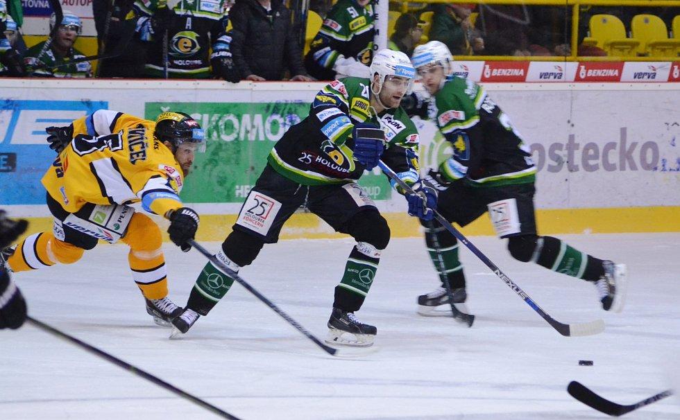 Litvínov (ve žlutém) hostil Karlovy Vary.