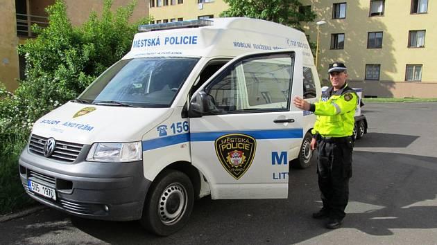 Litvínovští strážníci se potýkali s opilcem, co se chtěl zabít. Ilustrační foto.