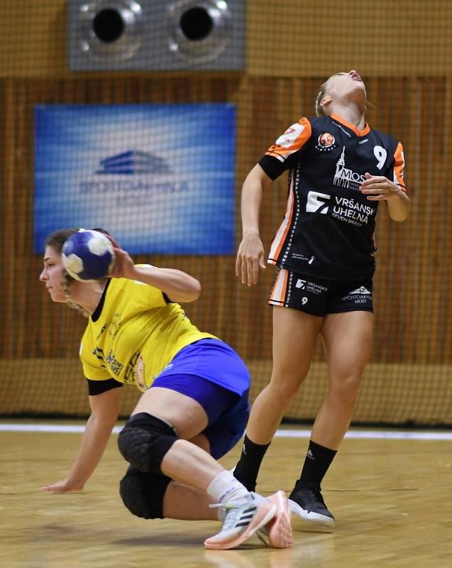 Adéla Stříšková inkasovala ránu v obraně.