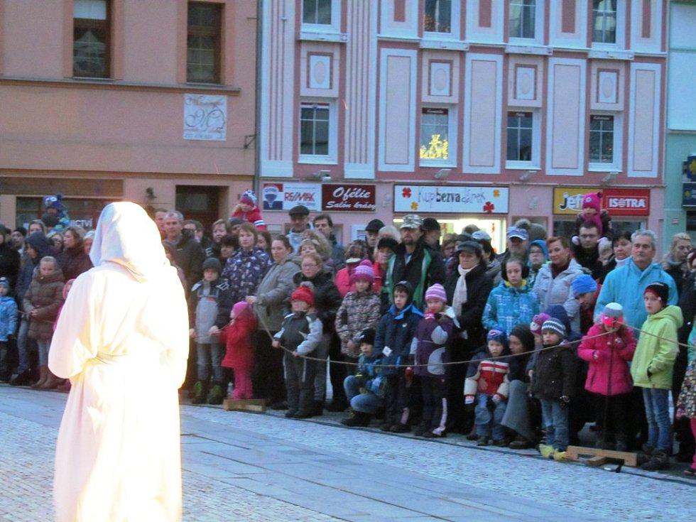 Do Litvínova zavítal Staroplzenecký živý betlém.