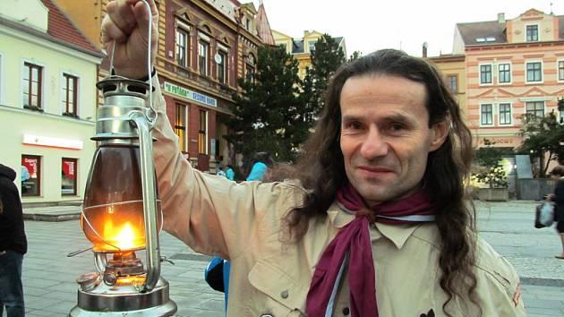Na litvínovské náměstí dorazilo i letos Betlémské světlo.