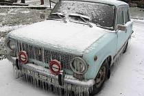 Auto v zimě.