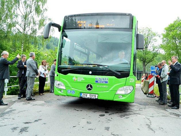 Autobus linky 521 přejíždí v pondělí 13. června hraniční přechod Brandov - Olbernhau.