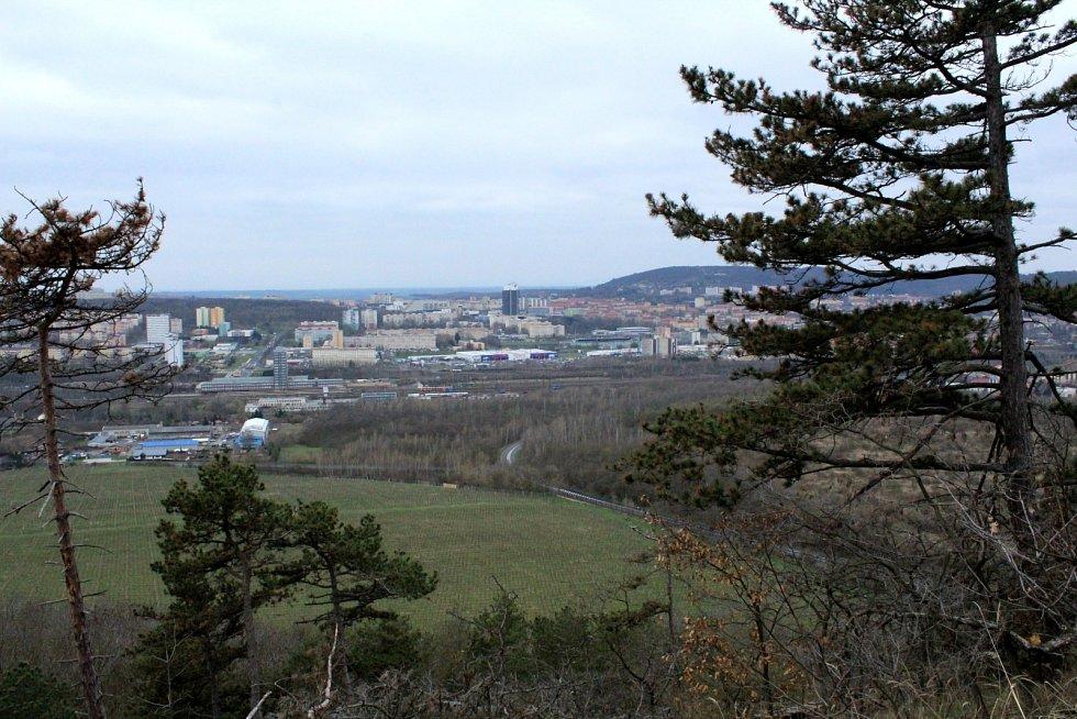 Vrchol Špičáku nabízí krásné výhledy na město a do okolí.