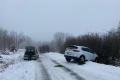 Pět automobilů v úterý uvízlo mimo zledovatělou silnici mezi přehradou Fláje a Dlouhou loukou, museli je vyprostit záchranáři Horské služby.