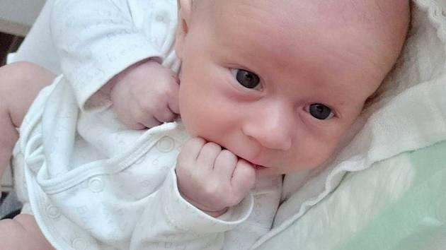 Jakub Šuhaj se narodil 2. března 2017 v 10.15 hodin mamince Šárce Pšeničkové. Měřil 45 cm a vážil 2,36 kilogramu.