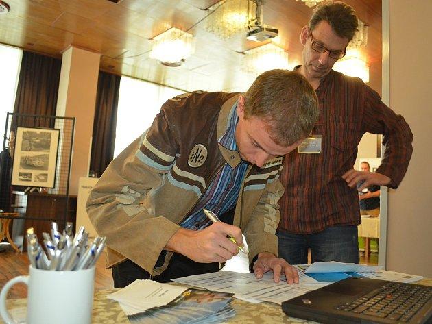 V přízemí hotelu Cascade v Mostě se v úterý 17. října konal Regionální veletrh pracovních příležitostí 2017.