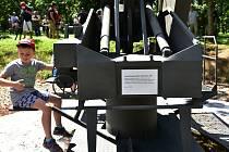 Památník tvoří maketa protiletadlového kanónu takzvaného Flaku.