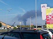 Dým stoupající z požáru na skládce Celio u Litvínova