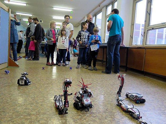 Roboty do Mostu přivezli pedagogové ústecké univerzity.