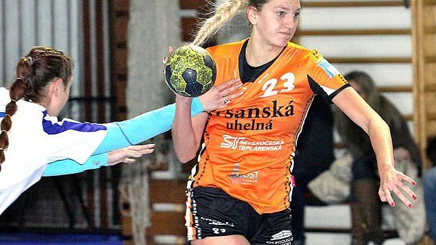 Mostecké dorostenky (v oranžovém) ovládly v Ústí Zimní turnaj.