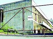 Zrušené obchodní a kulturní středisko Zahražany stálo městskou pokladnu miliony. A půjde k zemi.
