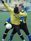 Apollo Cup v Mostě. FK Litvínov B (ve žlutých dresech) proti Dobroměřicím