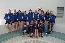Závodníci z Uhlomostu na mistrovství v olomouckém bazénu.